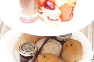 https://www.carmelitehotels.com/wp-content/uploads/2020/01/Afternoon-Tea-2020-image-8-300x200.jpg